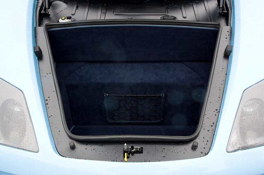 Noble M600 boot space