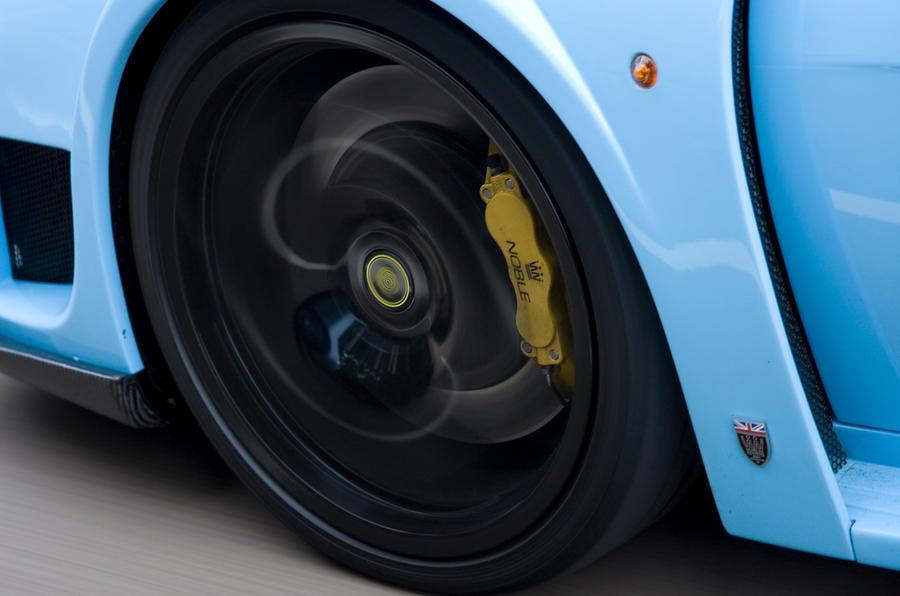 Noble M600 black alloy wheels