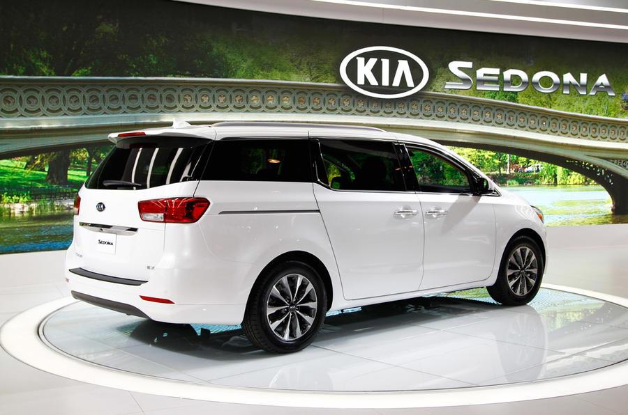 new kia sedona revealed at ny show autocar. Black Bedroom Furniture Sets. Home Design Ideas