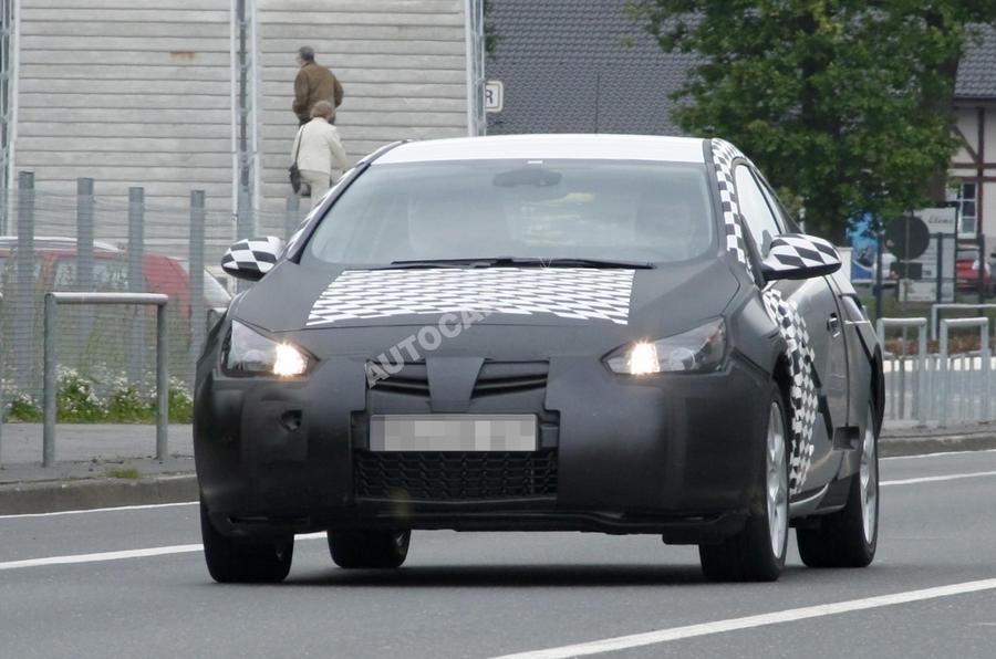 Vauxhall Astra coupe: new pics