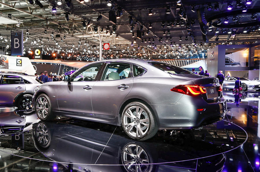 Revised Infiniti Q70 shown in Paris