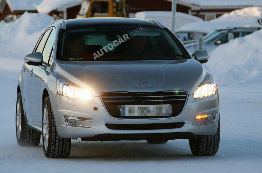 Peugeot plans luxury flagship