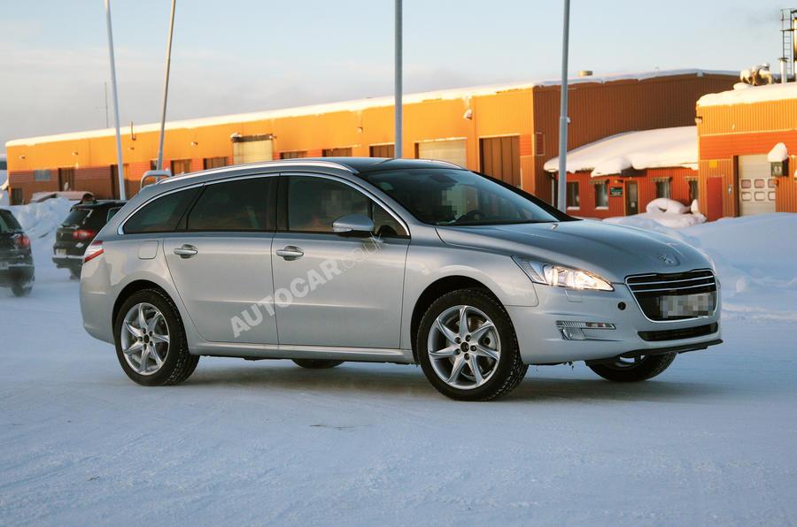 Peugeot plans luxury flagship