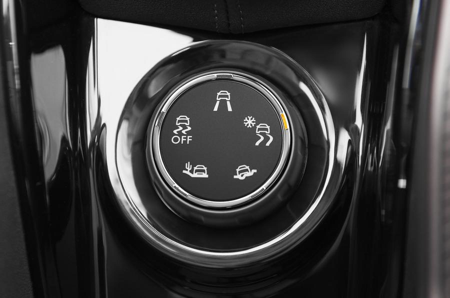Peugeot 2008 dynamic controls