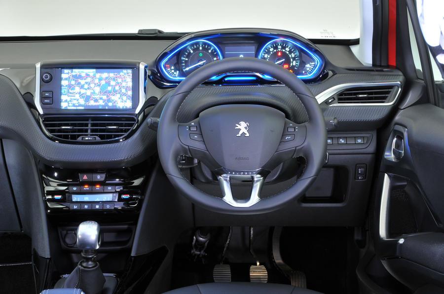 автомобиль peugeot 2008
