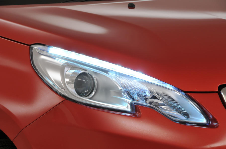 Peugeot 2008 headlights