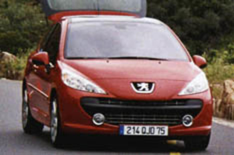 Peugeot's new 207 spied
