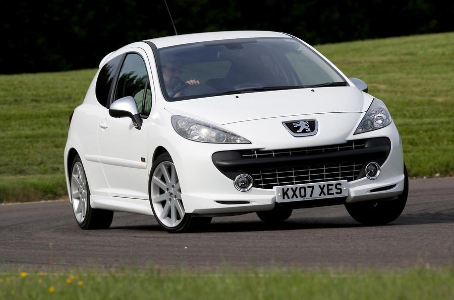 Peugeot 207 cornering