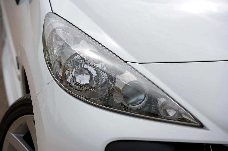 Peugeot 207 headlight