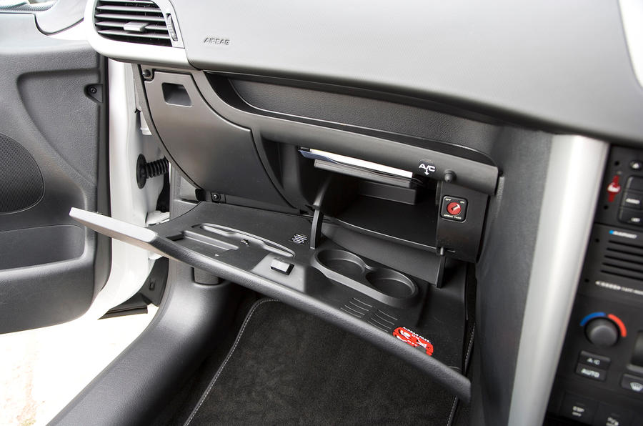 Peugeot 207 glovebox