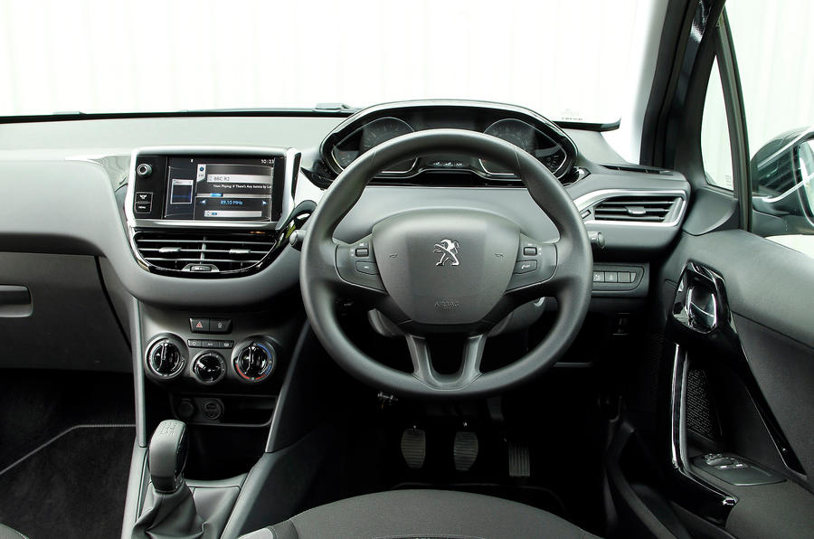 Peugeot 3008 ii interieur for Interieur peugeot 208