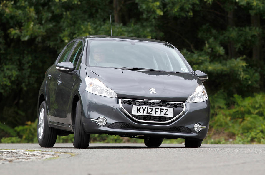 Peugeot 208 cornering