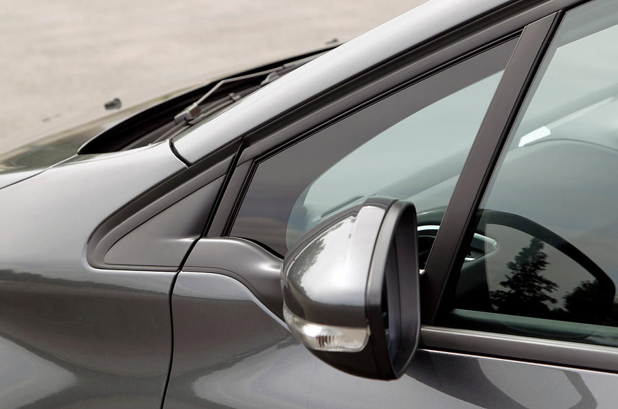 Peugeot 208 wing mirror