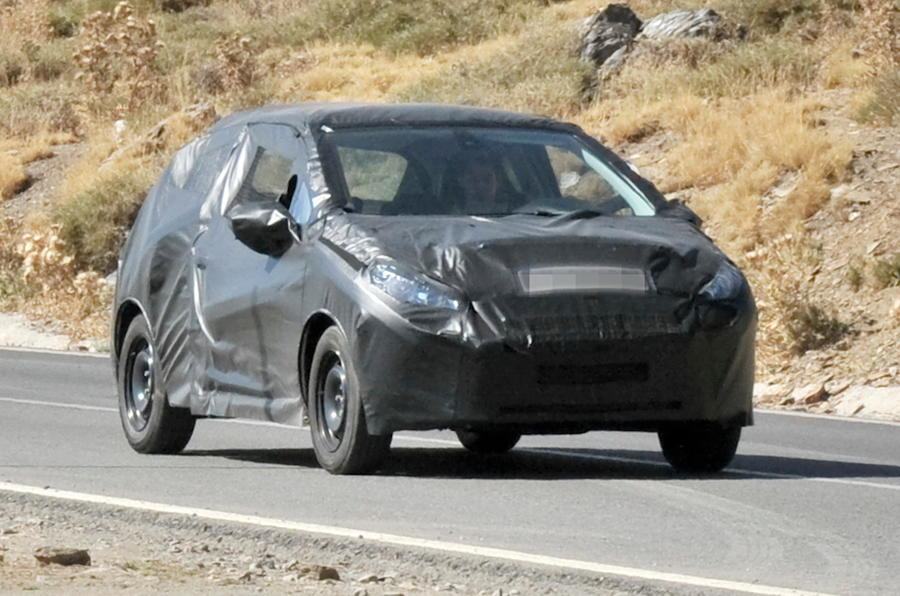 New Peugeot 208 scooped