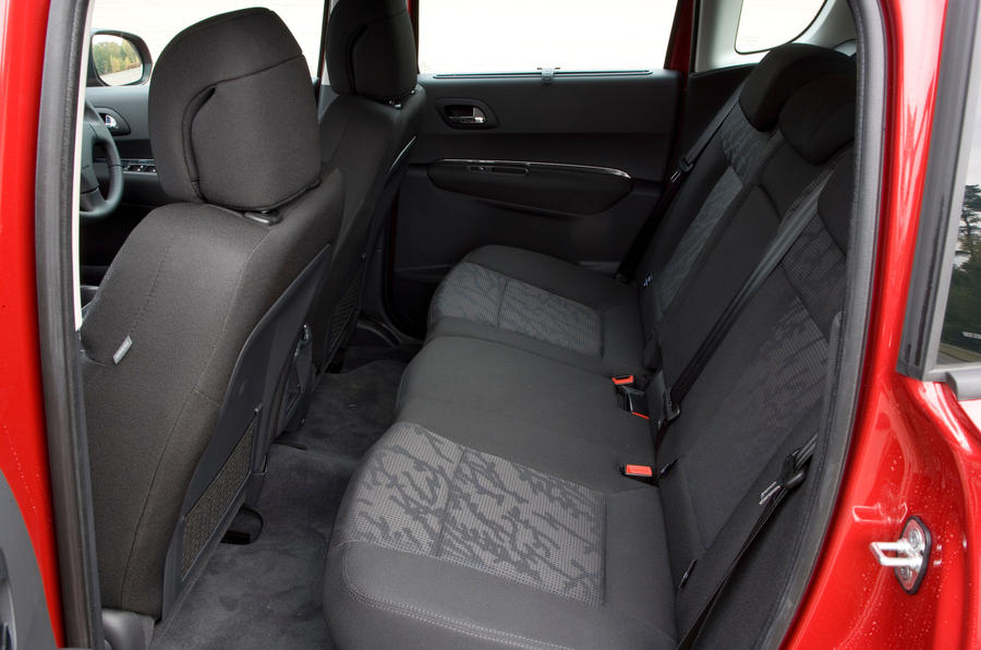 Peugeot 3008 rear seats