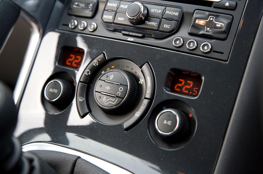 Peugeot 3008 climate control