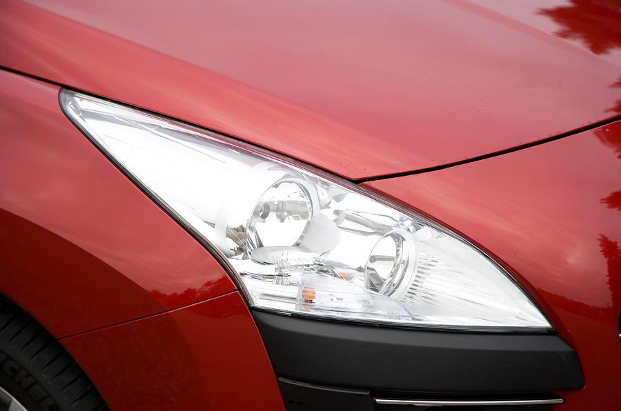 Peugeot 3008 headlight
