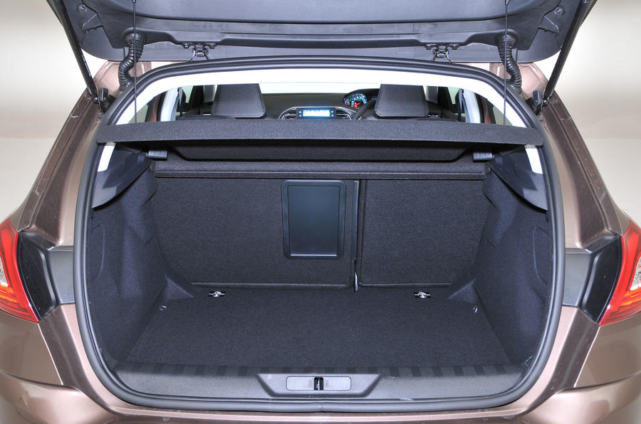 Peugeot 308 boot space