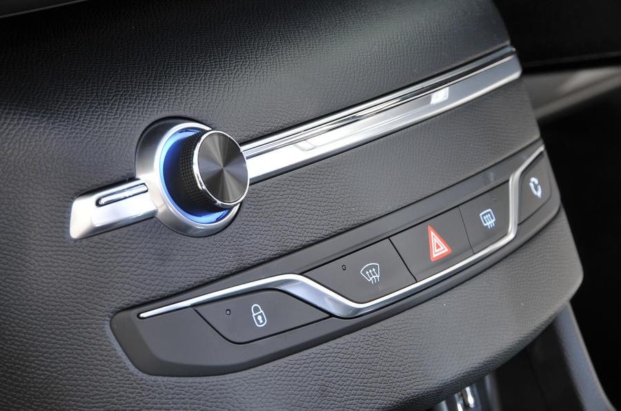 Peugeot 308 centre console