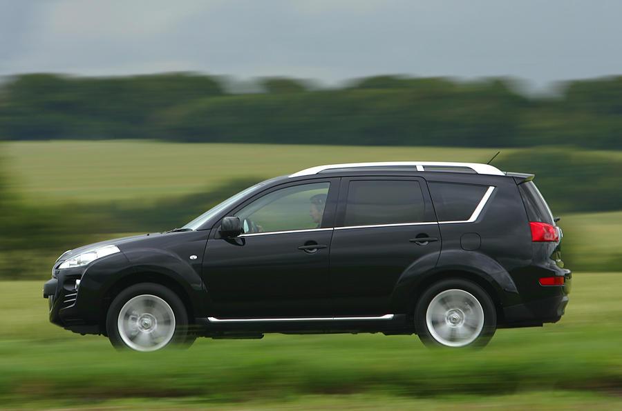 Peugeot 4007 side profile