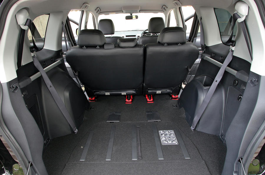 Peugeot 4007 boot space