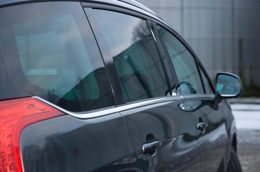 Peugeot 5008 rear quarter