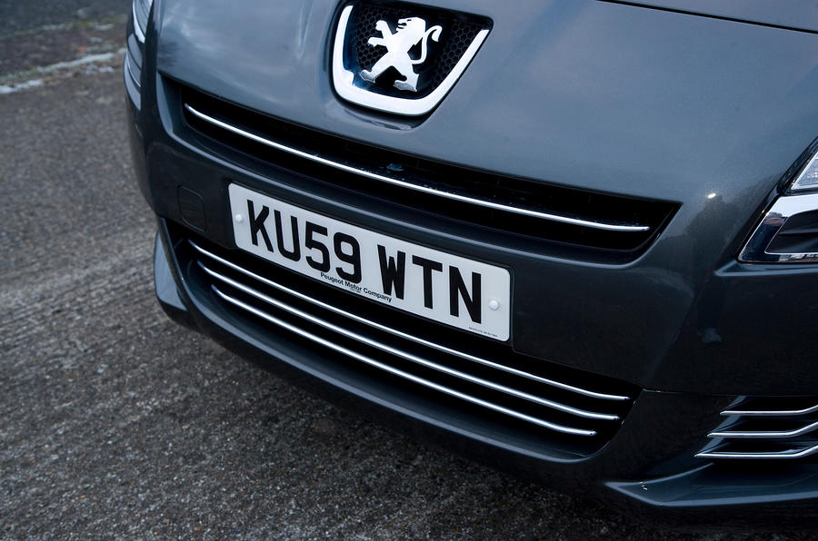 Peugeot 5008 front grille
