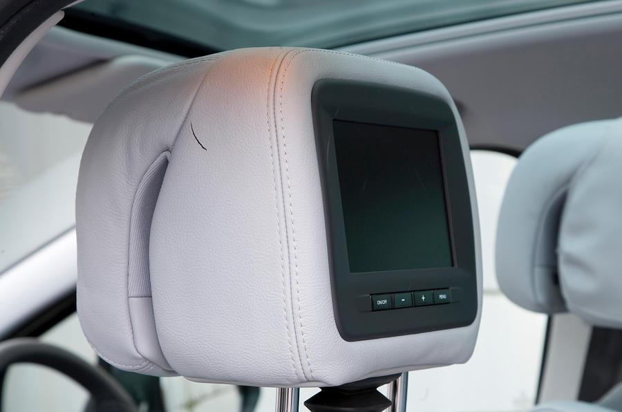 Peugeot 5008 rear TV screens