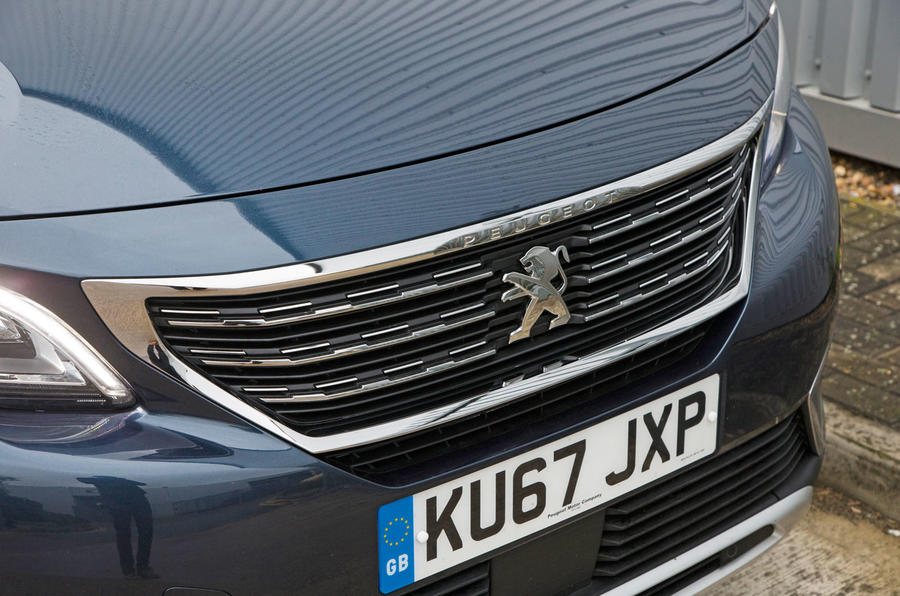 Peugeot 5008 chrome grille