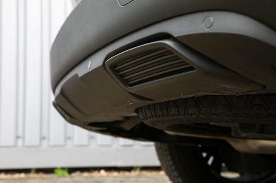 Peugeot 5008 fake exhaust trim