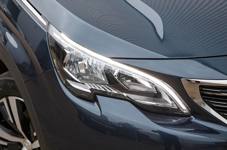 Peugeot 5008 headlights