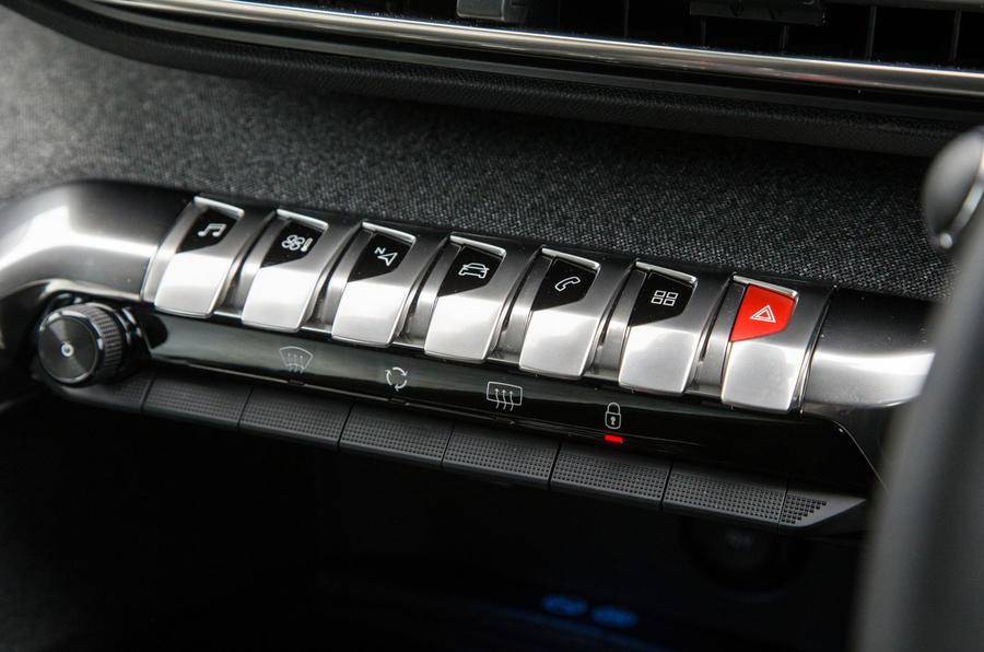 Peugeot 5008 switchgear