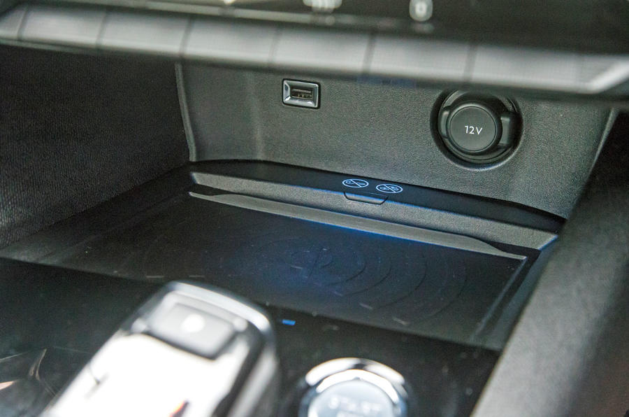 Peugeot 5008 wireless charging pad