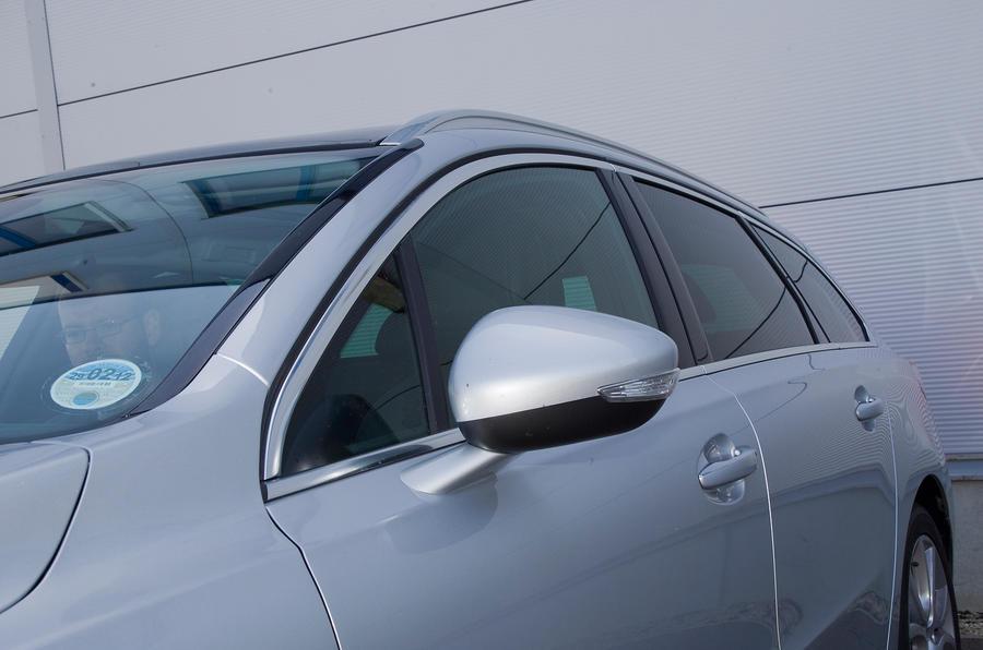 Peugeot 508 SW roof line