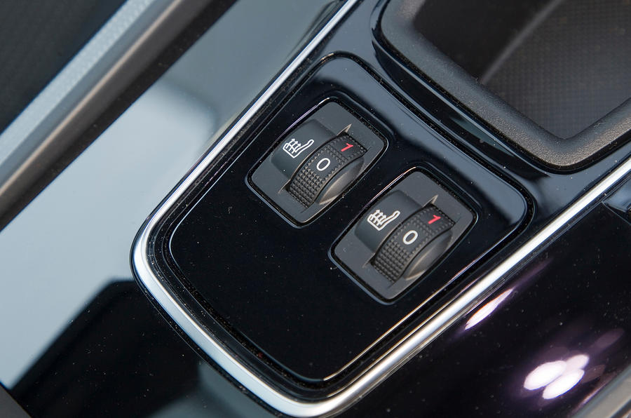 Peugeot 508 heated seats switches