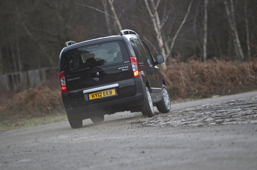 Peugeot Bipper Tepee rear cornering