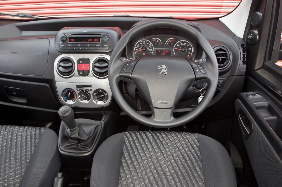 Peugeot Bipper Tepee dashboard