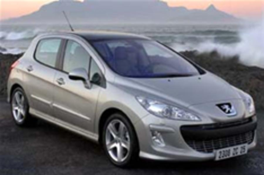 First pictures of the Peugeot 308