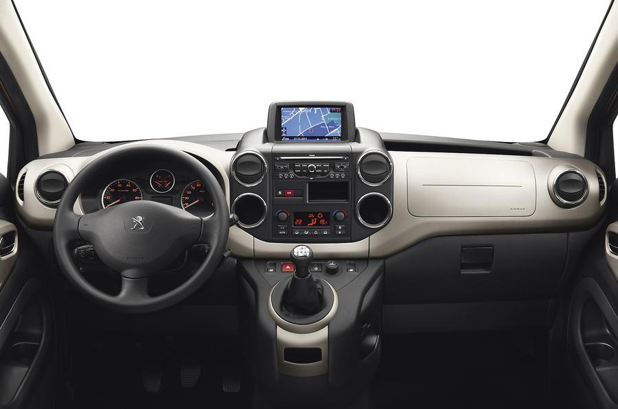 Peugeot Partner Tepee dashboard