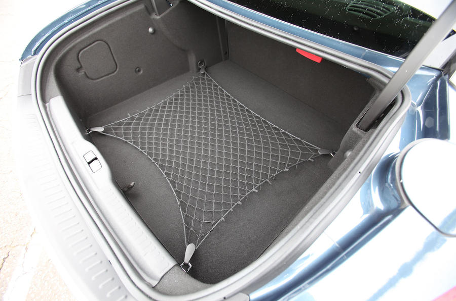 Peugeot RCZ boot space