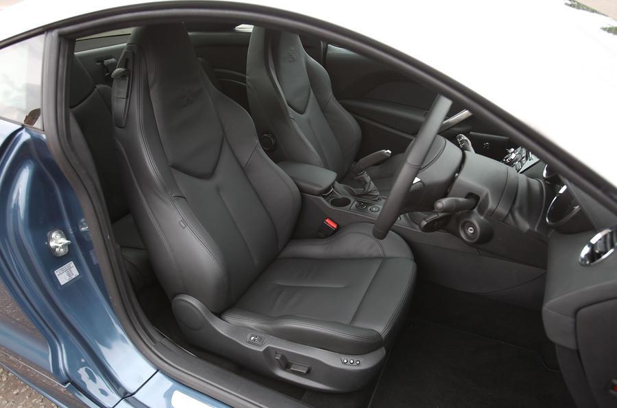 Peugeot RCZ front seats