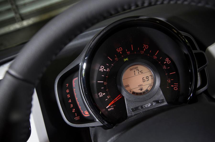 Peugeot 108 instrument cluster