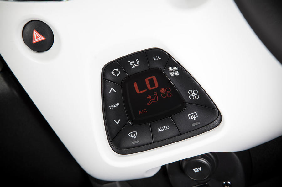 Peugeot 108 climate control switchgear