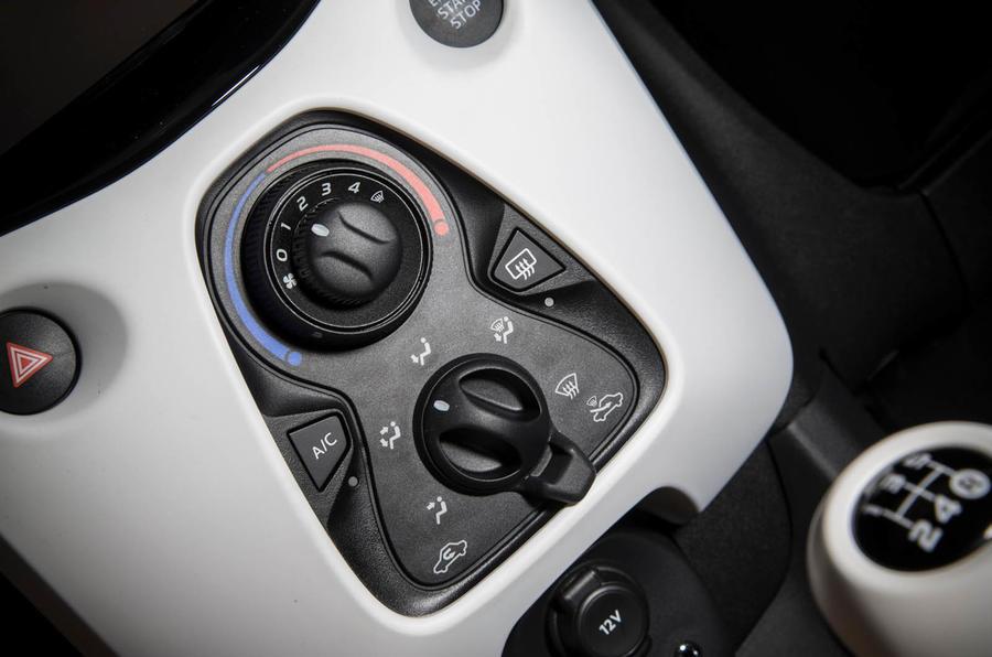 Peugeot 108 centre console