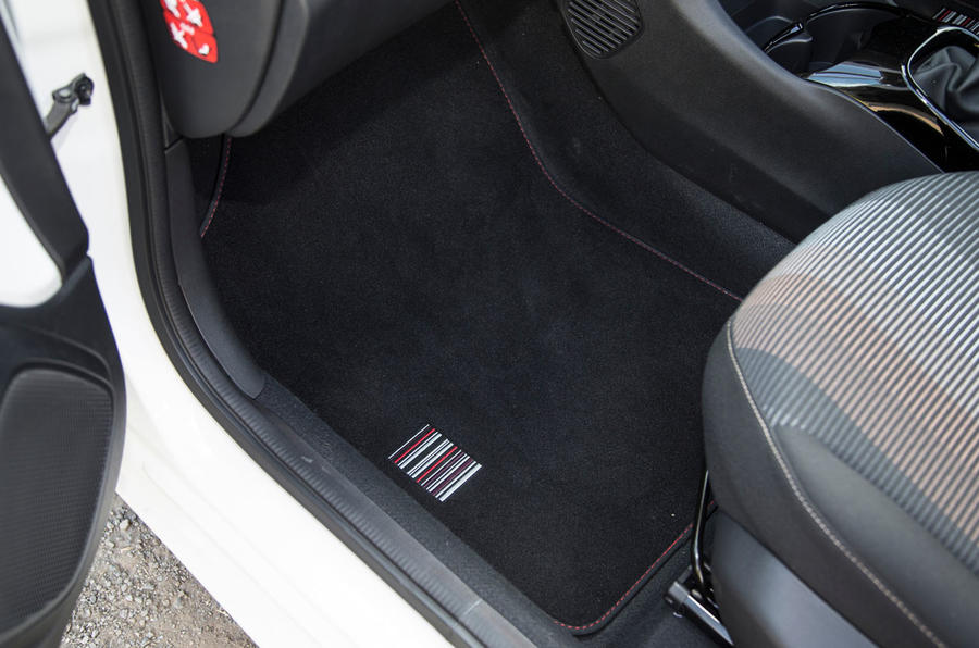 Peugeot 108 floor mat