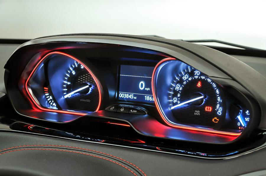 Peugeot 208 GTi instrument cluster