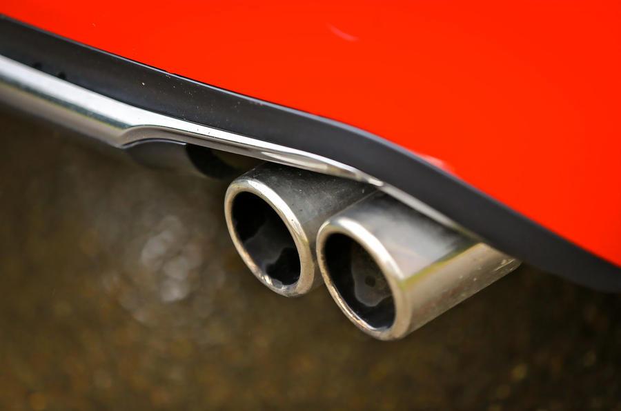 Peugeot 208 GTi twin exhaust