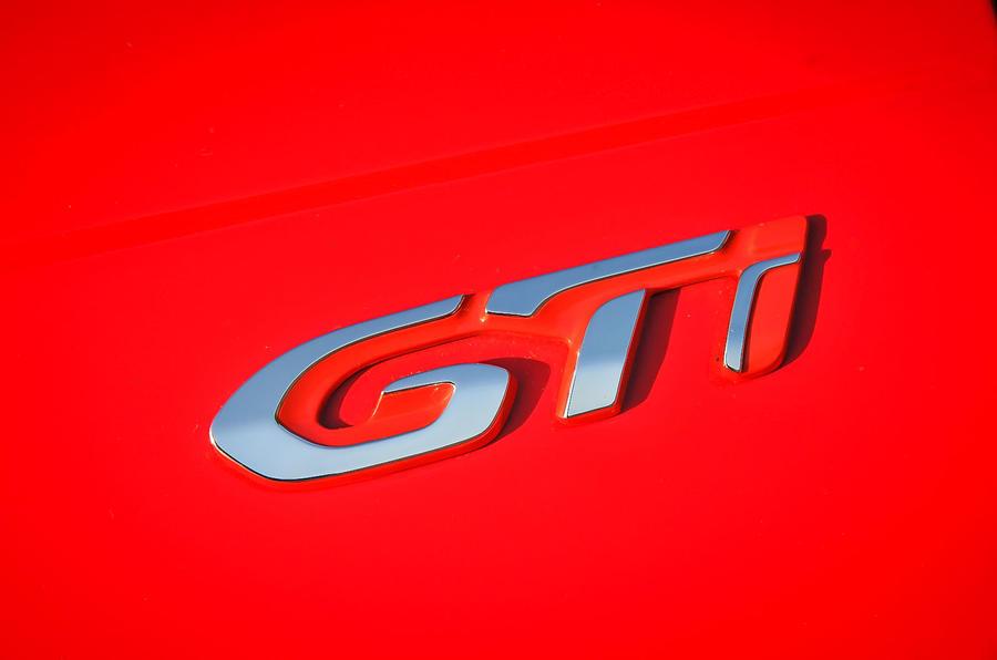 Peugeot 208 GTi badging