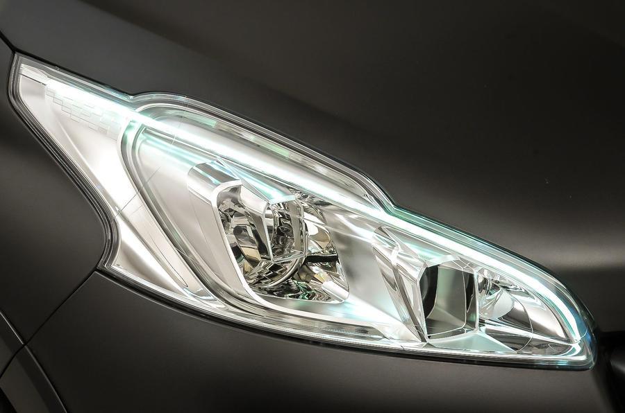 Peugeot 208 GTi 30th headlight