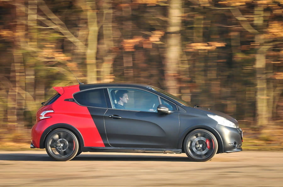 Peugeot 208 GTi side profile
